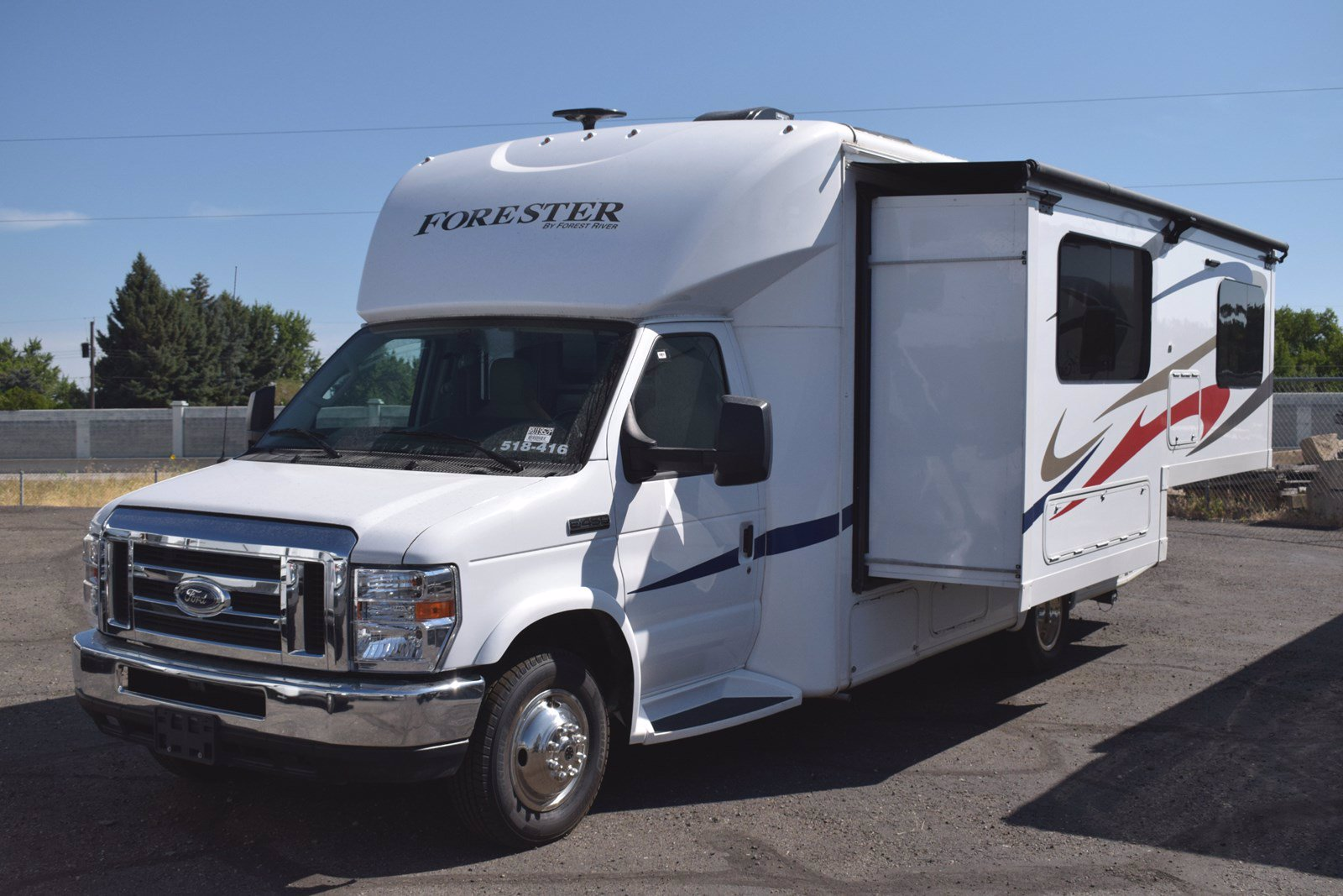 Pre-Owned 2018 FOREST RIVER FORESTER 2431S