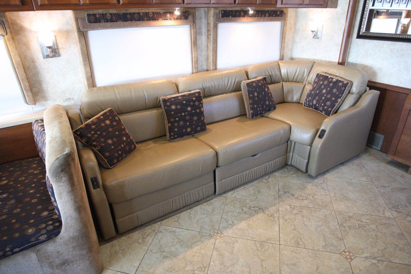 Pre-Owned 2010 WINNEBAGO TOUR 40BD