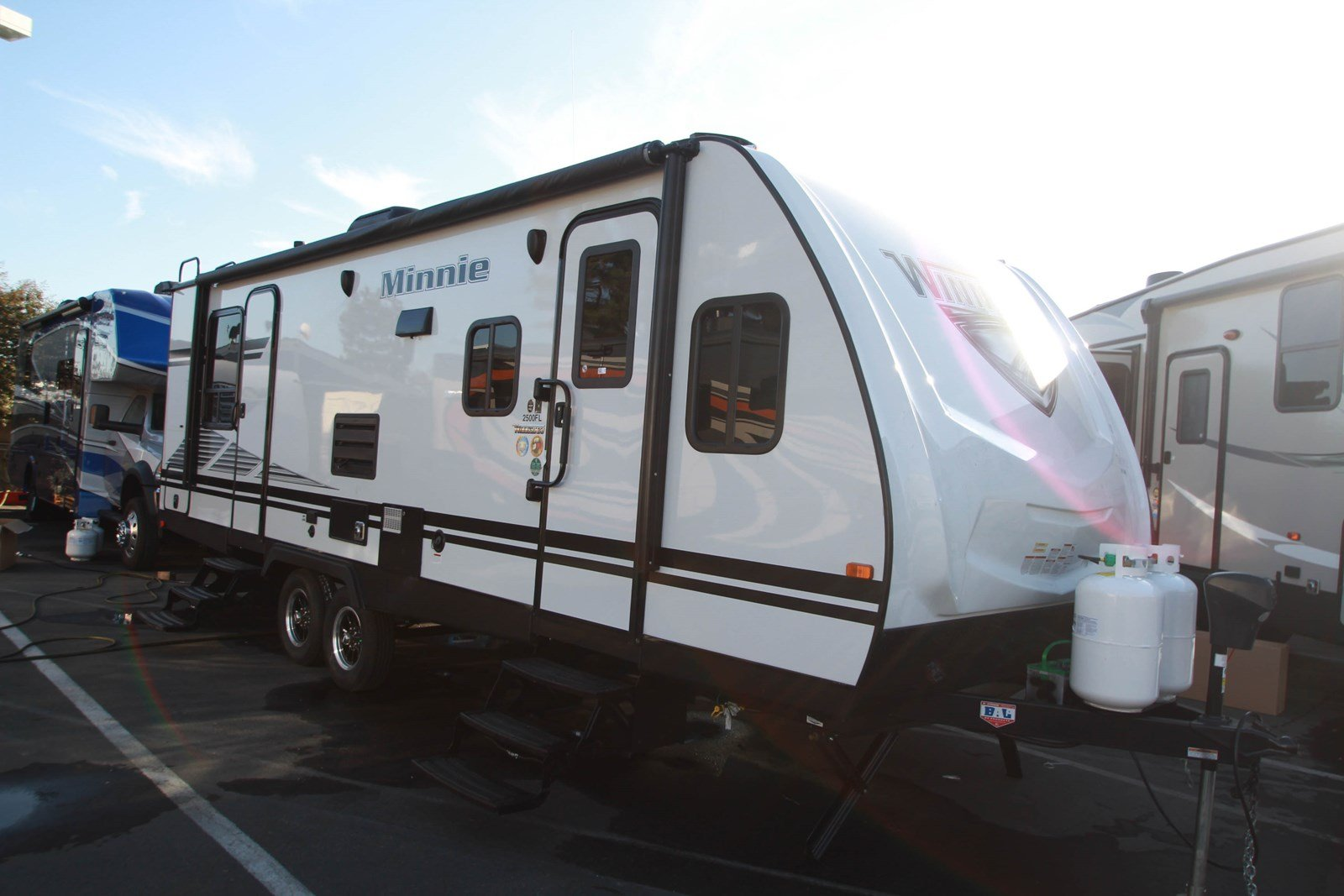 New 2019 WINNEBAGO MINNIE 2500FL