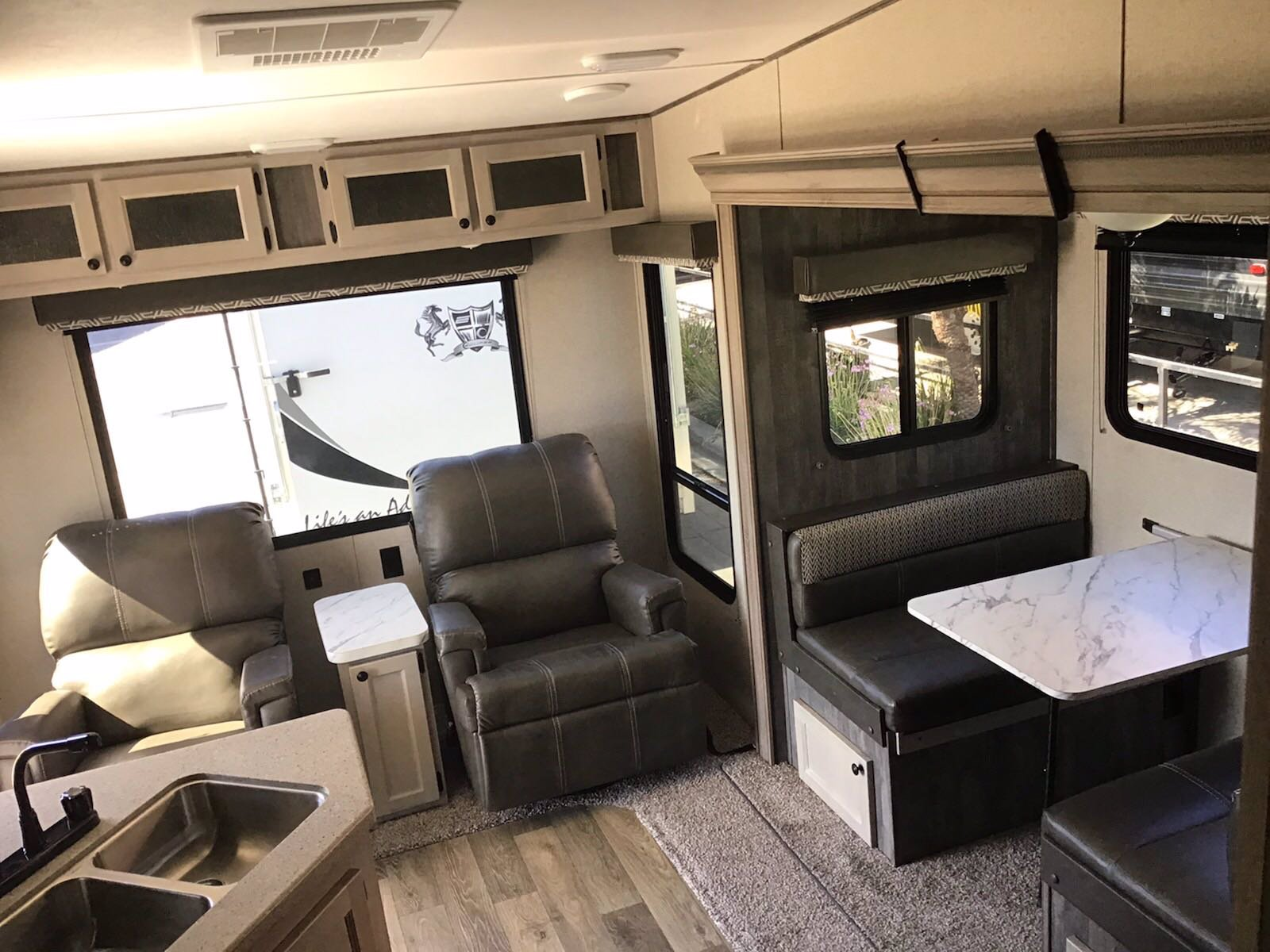 New 2019 RIVERSIDE MCKINLEY 530RL