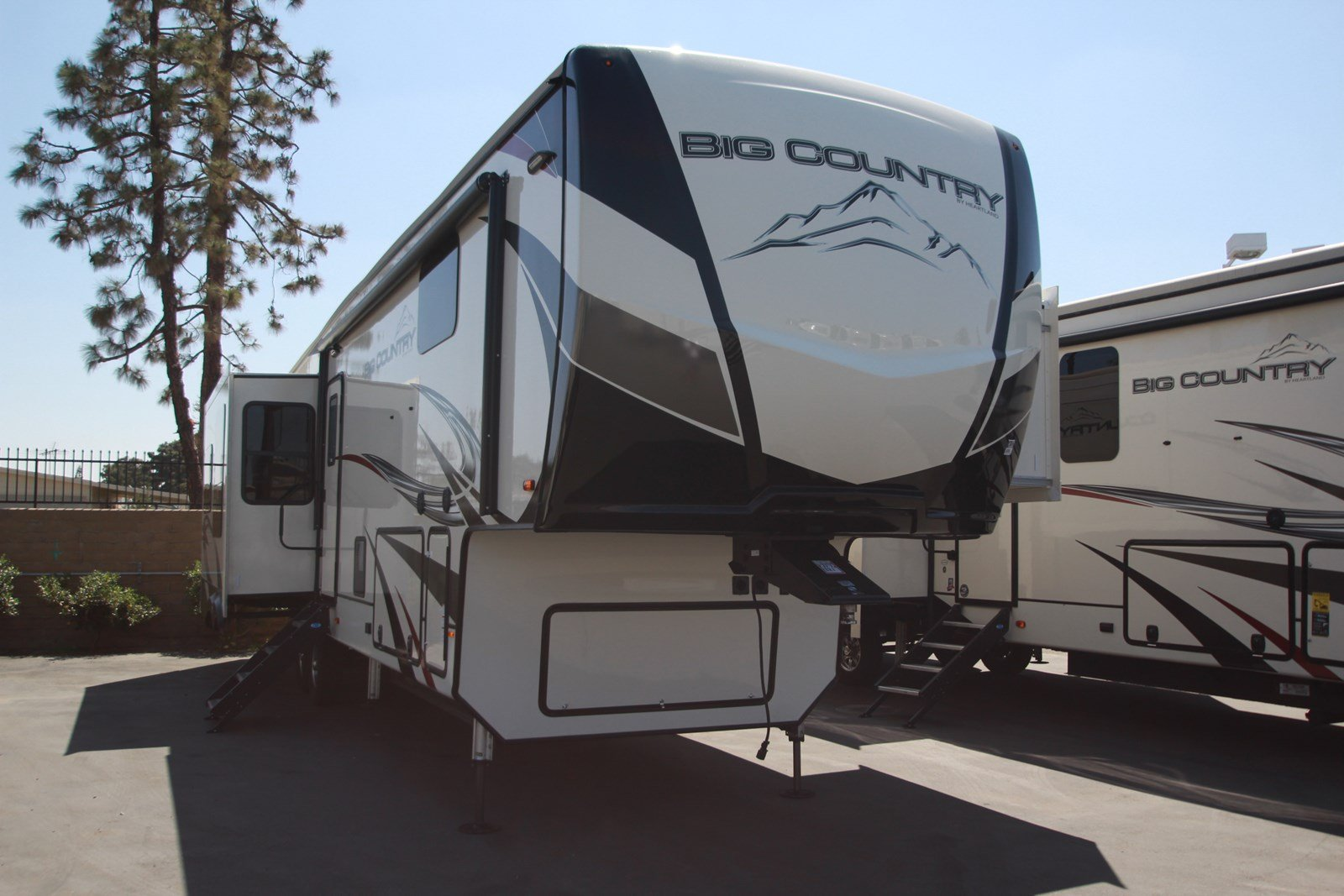 New 2020 HEARTLAND BIG COUNTRY 3560SS