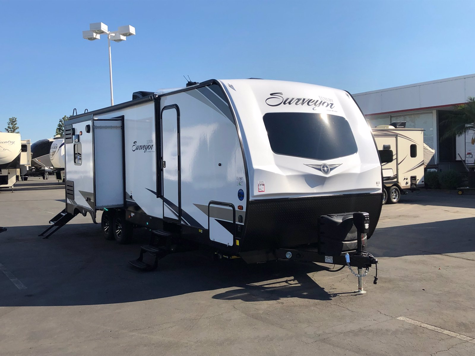 New 2021 FOREST RIVER SURVEYOR 265RLDS